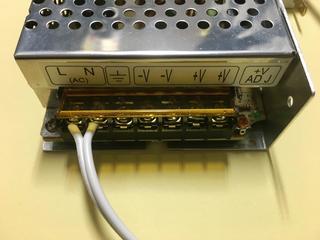 スイッチング電源に電源ケーブルを接続した