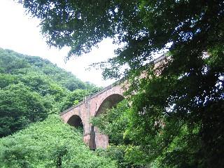 かつての信越本線の遺構である「めがね橋」