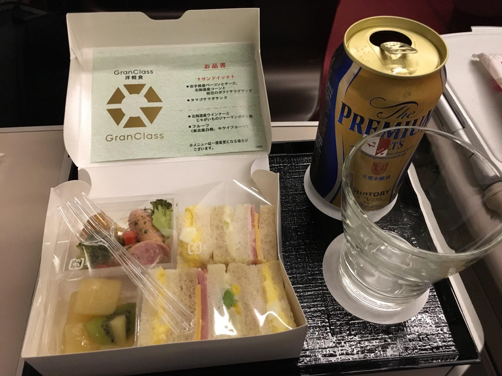 洋軽食とビール
