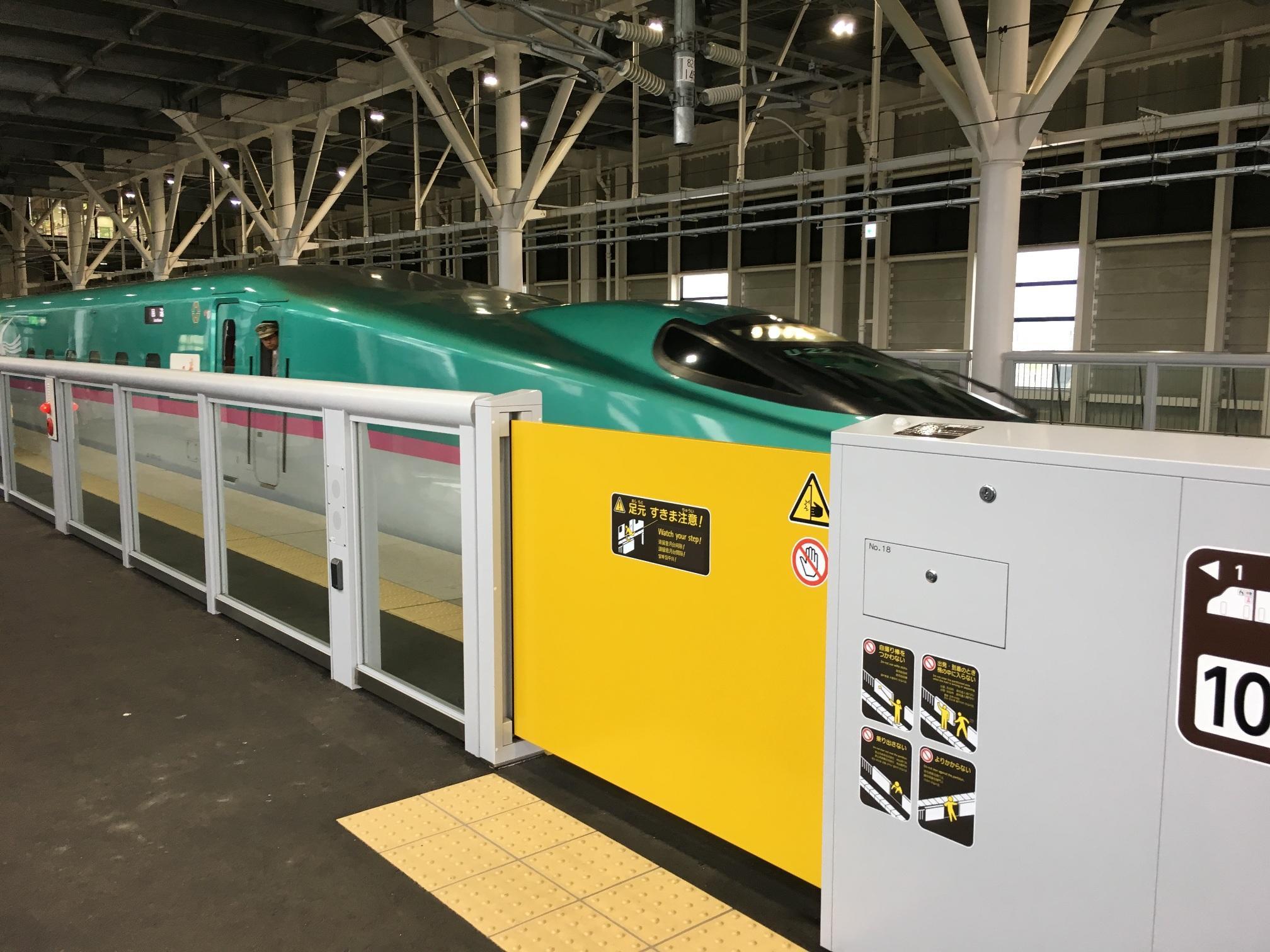 北海道新幹線(新函館北斗駅にて)